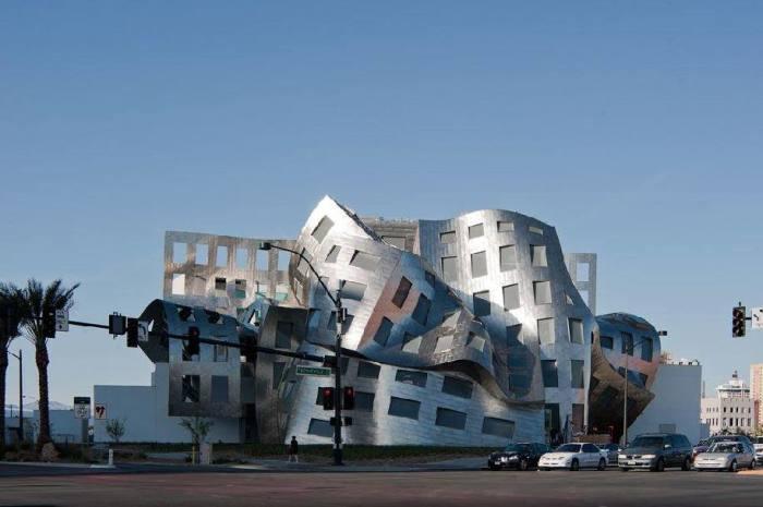 Здание намеренно сделали эпатажным. /Фото:ArchAndArch.ru