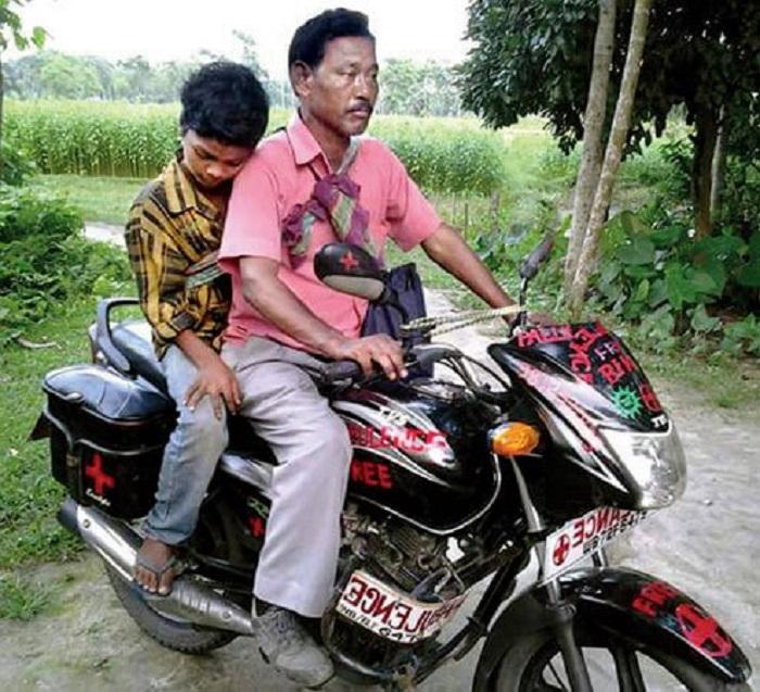 Хак помогает сельским жителям с 1998 года. /Фото:thelogicalindian.com