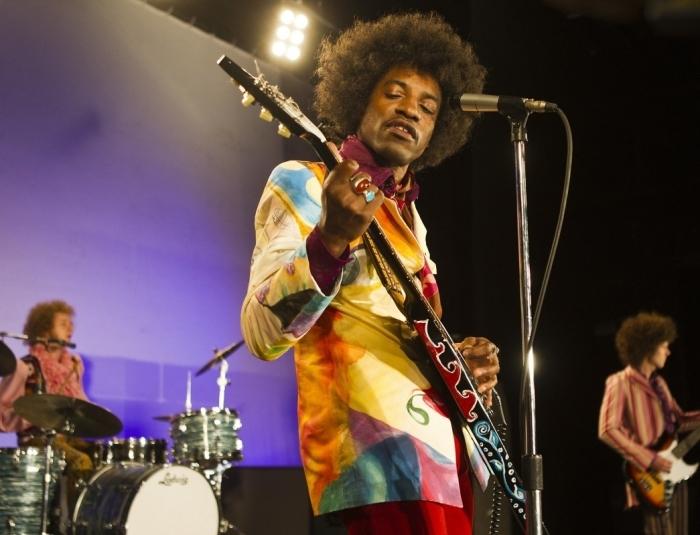 Рок-легенда Хендрикс научился виртуозно играть на гитаре сам. /Фото:acedmagazine.com