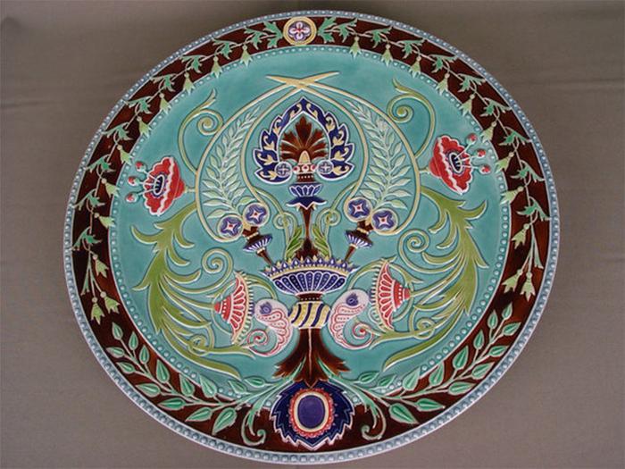 Кузнецовы  производили посуду разных стилей  для людей разного достатка.
