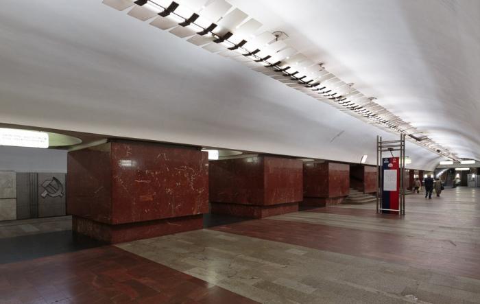 Станция «Площадь Ильича». Многие пассажиры даже не задумываются о том, что проходят мимо окаменелостей юрского периода. /Фото:metrowalks.com