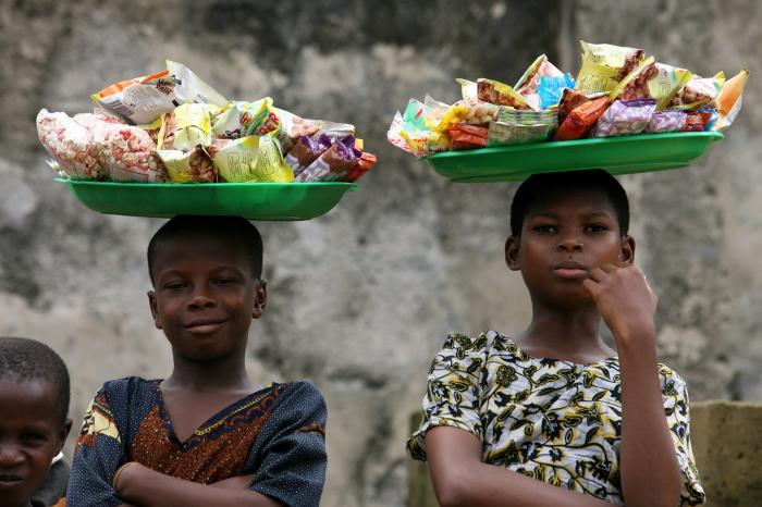 Торговлей занимаются с юных лет. /Фото:helionews.ru