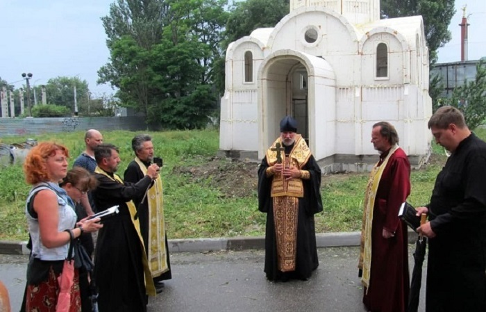 После установки возле храма провели богослужение./Фото:trinixy.ru