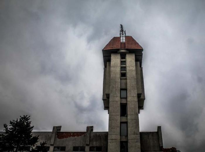 Постапокалиптический пейзаж: заброшенный санаторий. /Фото: Александр Посталовский
