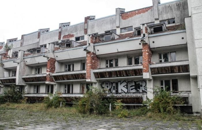 Здание разрушается от повышенной влажности. /Фото:Александр Посталовский