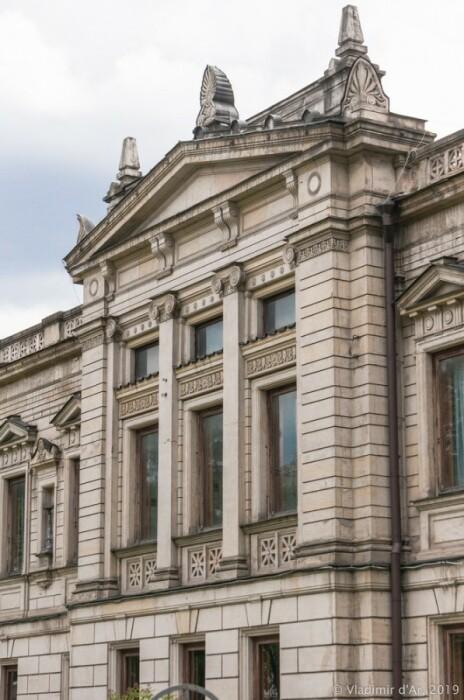 Фасад в стиле неогрек. /Фото:vladimirdar.livejournal.com