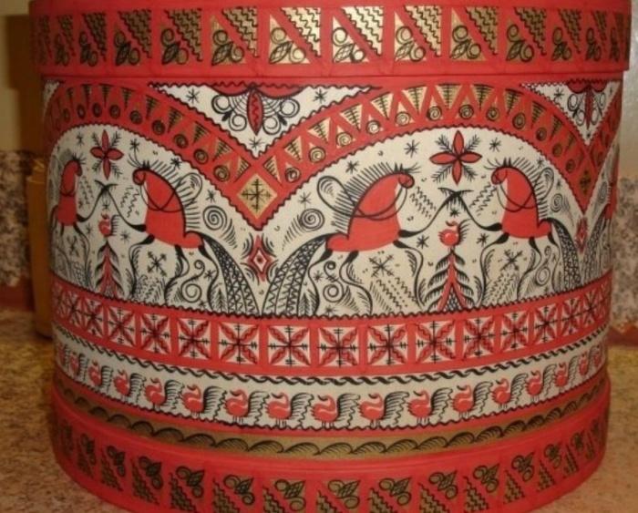 Обычно используют красный и черный цвета. /Фото:pinterest.ru