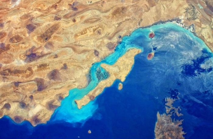 Так остров выглядит из космоса. /Фото:atlasofwonders.com