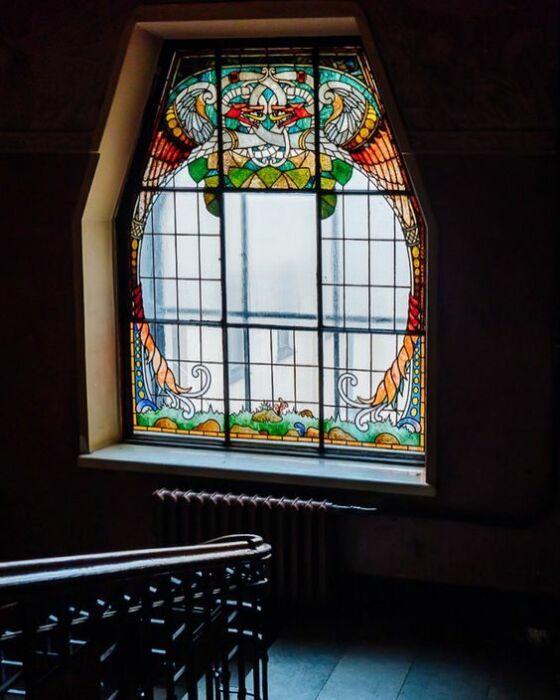 Окно с витражом. /pinterest.com