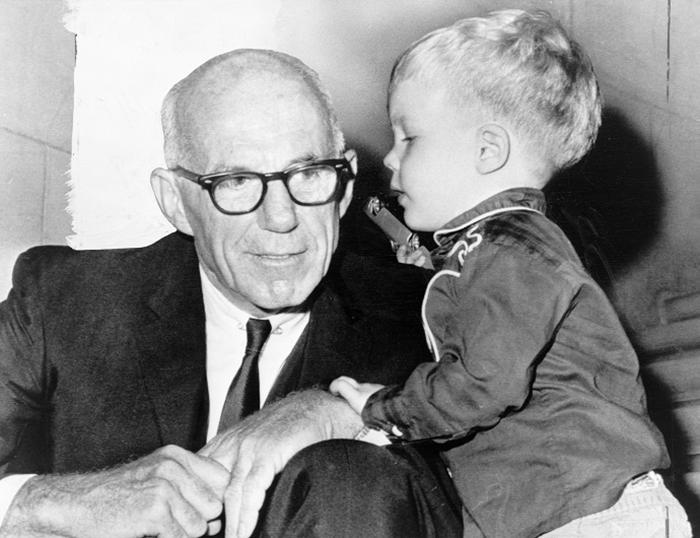 Бенджамин Спок считал, что знает, как найти общий язык с ребенком. /Фото:goodhouse.ru