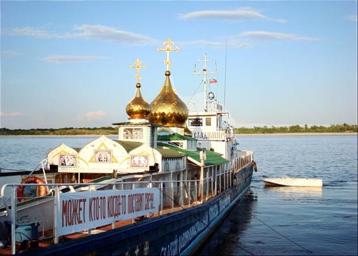 Плавучий храм св. Владимира. /Фото:prav-news.ru