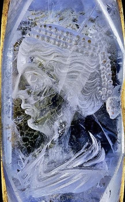 Профиль мог принадлежать жене Калигулы Цезонии. /Фото: Wartski BNPS