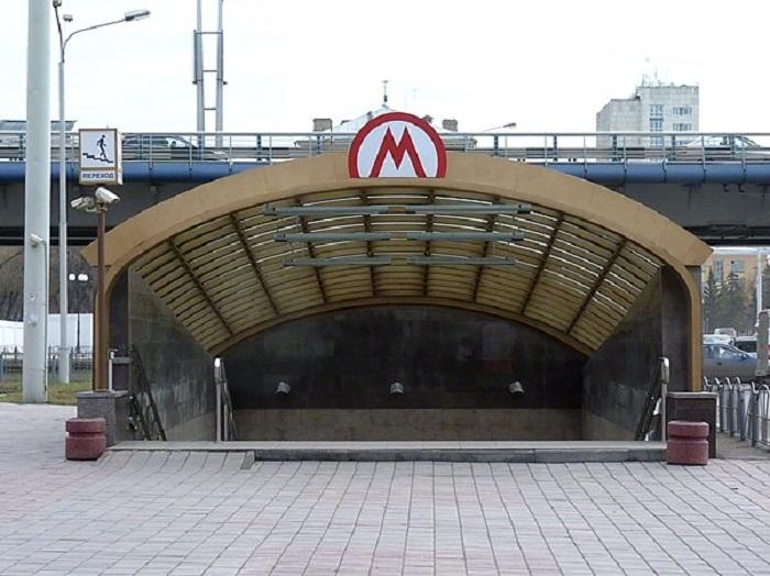 Вход на станцию. Вернее, в подземный переход. /Фото: omskinform.ru