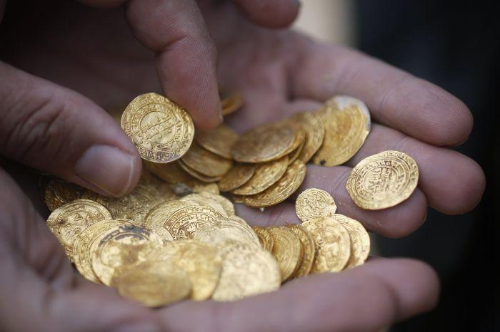 Ученые предполагают, что 2000 монет перевозили на судне, которое потерпело кораблекрушение. /Фото:yimg.com