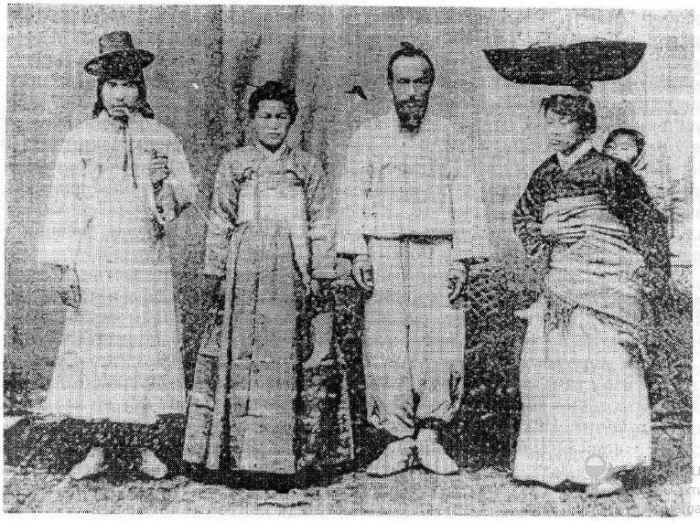 Корейская семья конца позапрошлого века. /Фото:koryo-saram.ru