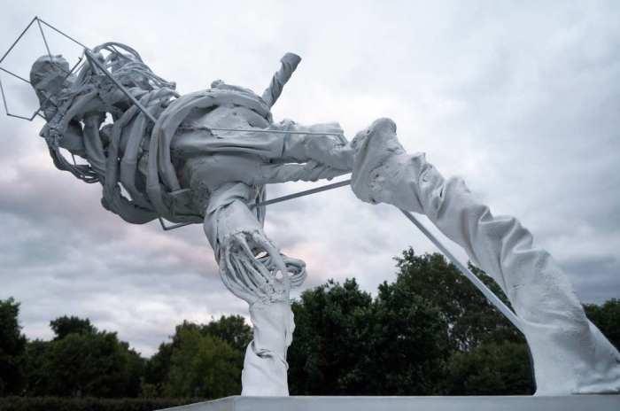 Так современный скульптор видит футболистов. /kawarga.ru