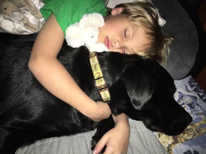 Мама и мальчик прославили Джедай в интернете/Фото со странички Дори в соцсети