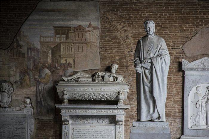Памятник математику Леонардо Фибоначчи. /Фото:milla-nepal.livejournal.com