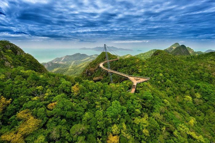 С этого жуткого моста можно разглядеть все красоты Малайзии. /Фото:flytothesky.ru