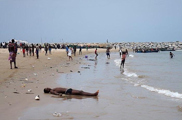 Типичный нигерийский пляж. /Фото:AntoshaNanarivo.turbina.ru