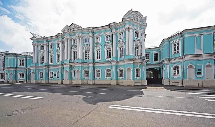 Дом-усадьба Апраксиных-Трубецких очень напоминает Зимний. /Фото:mmsk.ru