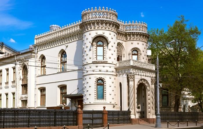 Этот эпатажный особняк архитектор спроектировал для беспутного прожигателя жизни и большого оригинала Арсения Морозова. /Фото:mtdata.ru