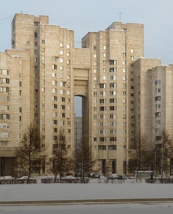 Интересная высокая арка. /Фото:the-village.ru