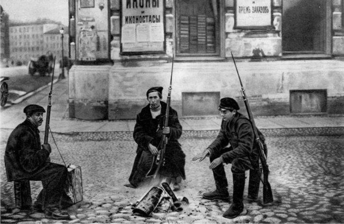 Большевики. 1917 год. До переименований улиц пока дело не дошло. /Фото:историк.рф