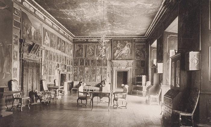 Интерьер одного из залов, 1914 год. /Фото:zamki-kreposti.com.ua