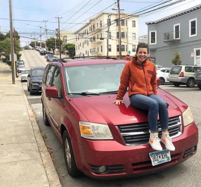 Автомобиль Деми был не нужен, ведь она мечтает о доме! Поэтому и с машиной она с легкостью рассталась.