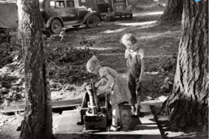 Дети на отдыхе в поселке Джамгаровка. /Фото:youtube.com