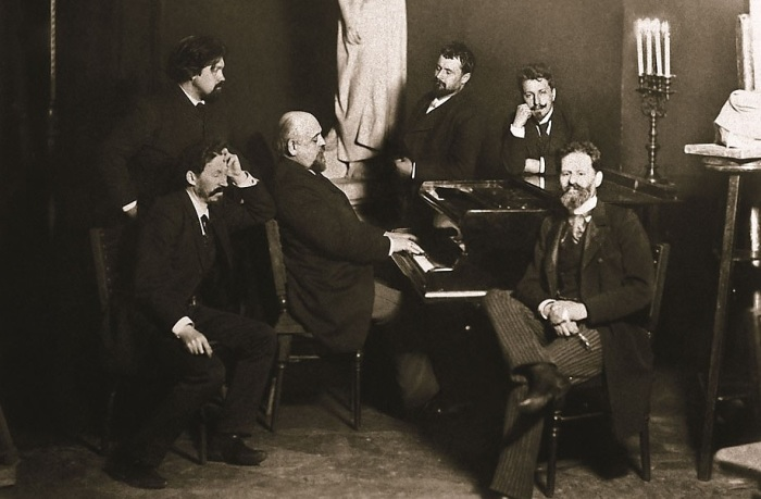 Мамонтов (за роялем) и его талантливые друзья - художники И.Репин, В.Суриков, К.Коровин, В.Серов и скульптор М.Антопольский. Абрамцево.