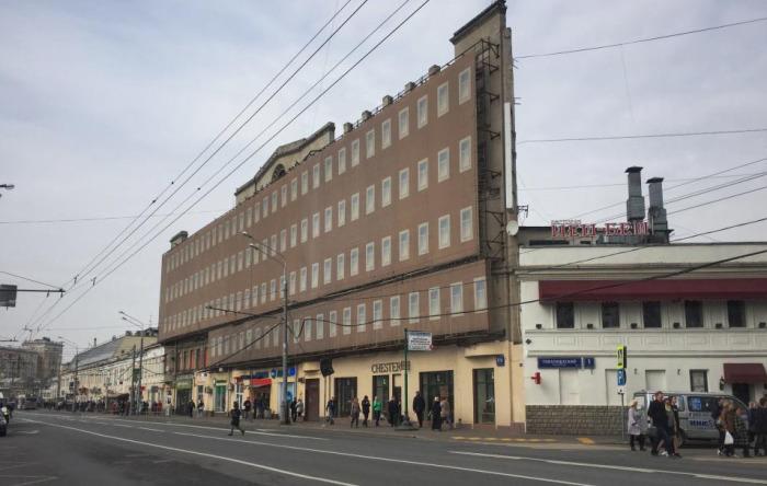 Фасад долгое время был скрыт от посторонних глаз. /Фото:wikimapia.org