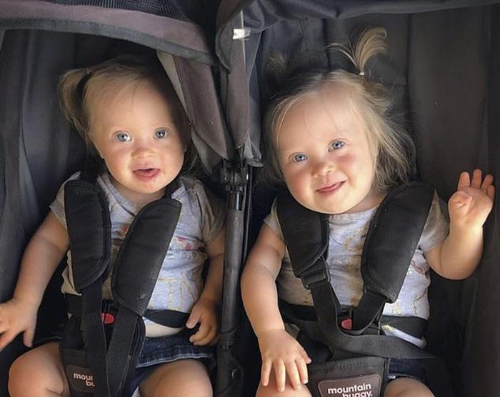 Малышки Анетта и Шарлотта.