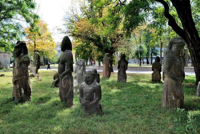 Память о древних половцах во вдворе музея. /Фото:dnepr.com