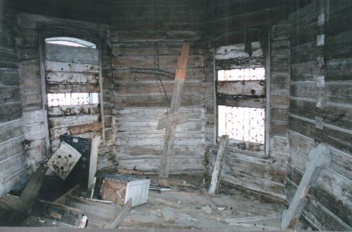 Стены гнили, пол проваливался... /Фото: П.Рачковский