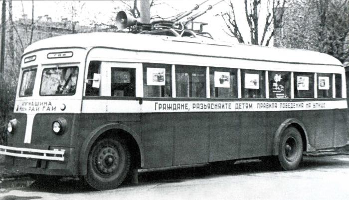 Агитационный троллейбус. /Фото:getmuseum.ru