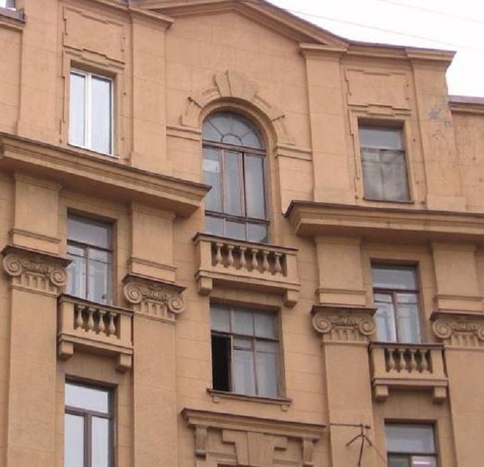 Дом сам по себе очень интересен. У него много красивых элементов. /Фото: citywalls.ru