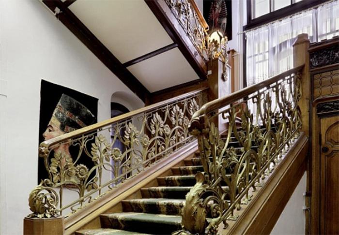 Так выглядит в наши дни парадная лестница. /Фото:mos.ru