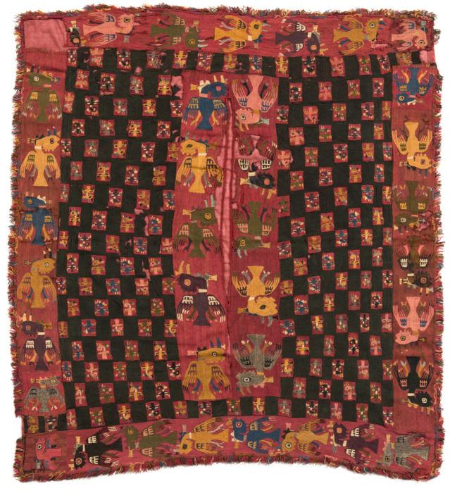 Вязаные накидки, обнаруженные в Паракасе, теперь достояние Перуанского музея. /Фото:hali.com