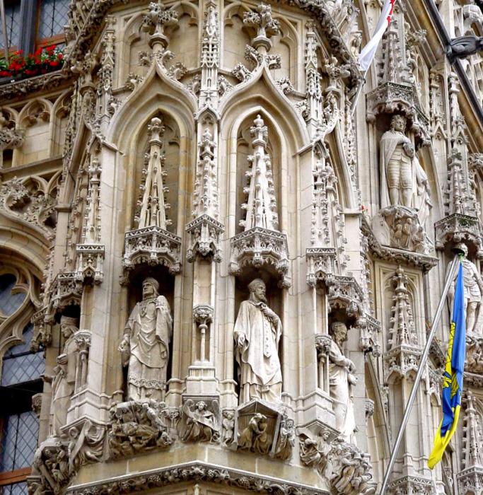 У каждого яруса скульптур своя тематика. /Фото:belgiumview.com