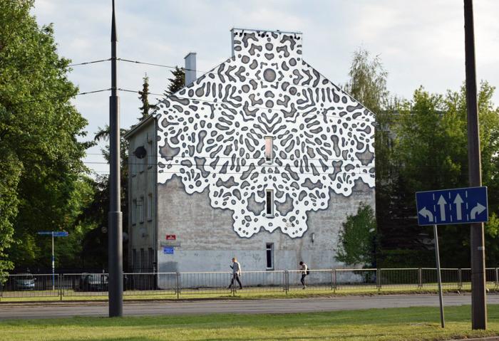 Кружева польской художницы на стене варшавского здания. /Фото:behance.ne