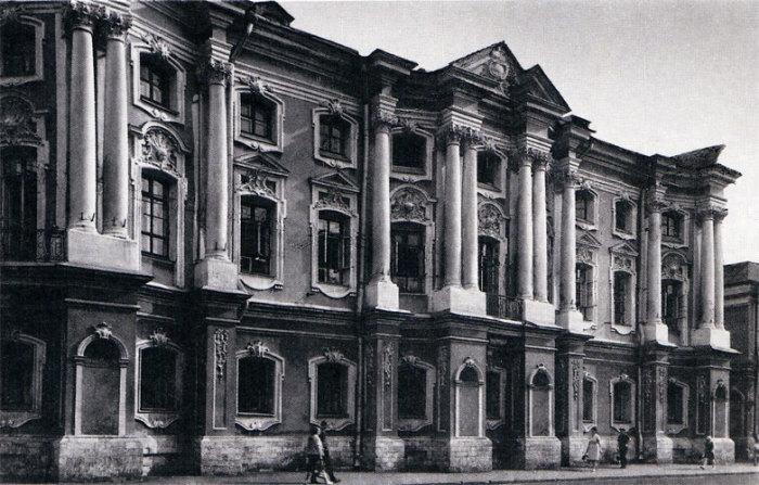 Ретро-фото дворца Апраксина, сделанное уже при новых владельцах. /Фото:pokrovka.narod.ru