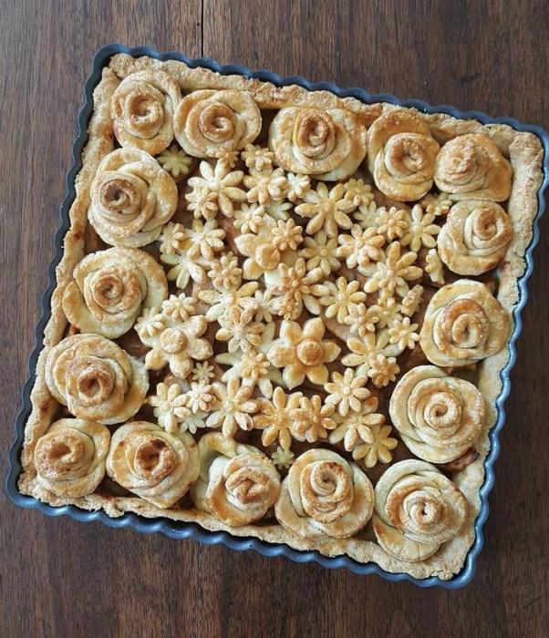 Приготовить такой пирог может любая хозяйка, но нужно иметь ещё и талант.