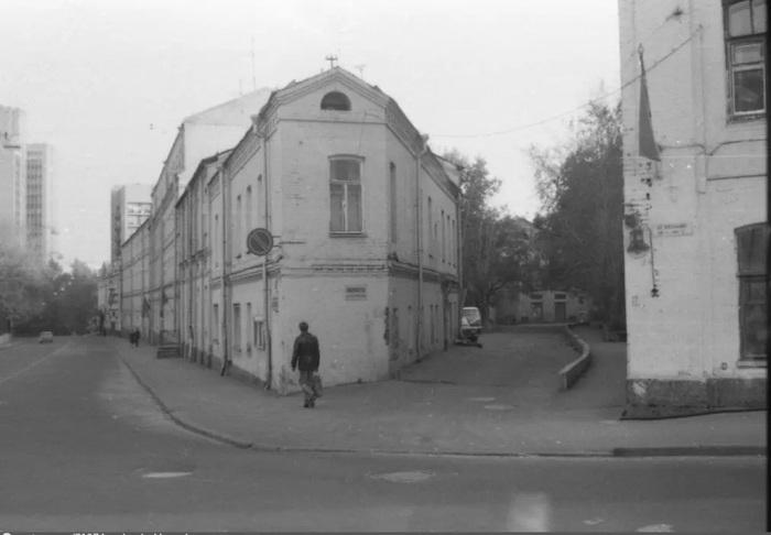 Дом-утюг в 1980-х. /Фото:pastvu.com