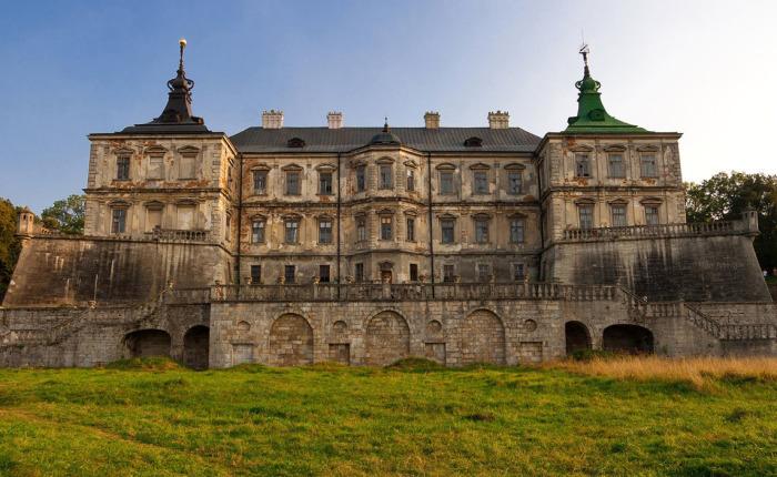Подгорецкий замок: при взгляде на него словно переносишься в Средневековую Европу.