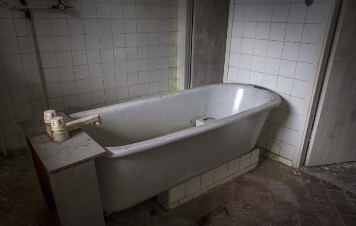 Когда-то отдыхающие принимали здесь ванны. /Фото:meridian28.com