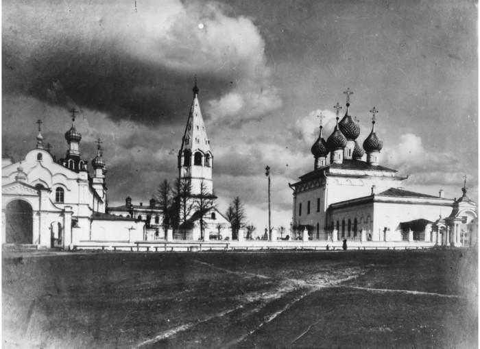 Старинное фото храмового комплекса. /Фото:teykovo.cerkov.ru