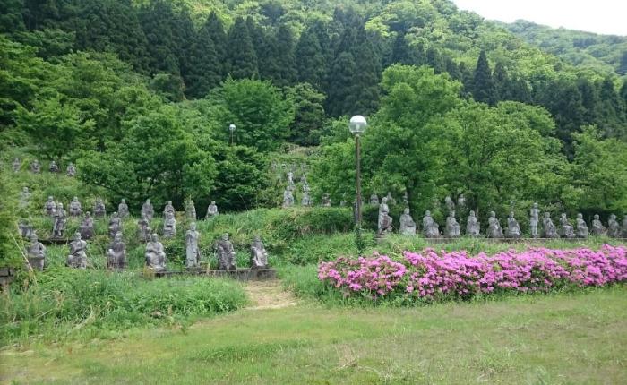 В живописном месте созданы сотни скульптур, и ни одна не похожа на другую. /Фото:Keaton Masuda