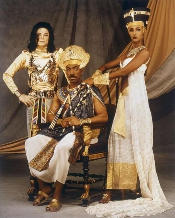 Майкл Джексон, Эдди Мерфи (в роли фараона) и топ-модель Иман (в роли царицы), участвовавшие в клипе на песню Remember the time.